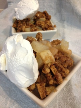 Apple pear cardamom crumble